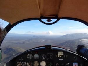 Auf einem Vulkanrundflug der Ausbruchsstelle entgegen. 16.09.2014