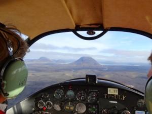Blick auf die Háganga-Kegel an der Sprengisandur-Strecke am 16. September: Flug zum Lava speienden Vulkan.