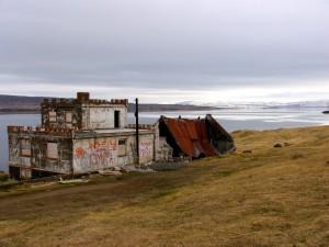 Die Ruine im Isafjördurdjup, ein beliebtes Fotomotiv. 22.05.2012