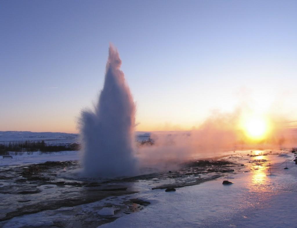 Tief stehende Sonne beim Geysir. 02.01.2012