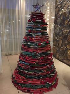 In Hotel Natura, Reykjavik entdeckt: Weihnachtsbaum aus Büchern. 06.12.2014