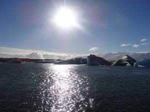 Wie stark sich die Sonne am 20.03.2015 bei der Gletscherlagune (hier im Gegenlicht) verdunkeln wird? 09.09.2013