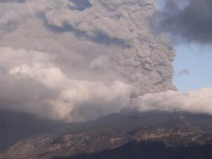 Am 14. April 2010 explodiert der Hauptkrater des Eyjafjallajökull.Millionen von Reisenden sitzen wegen der Aschewolke fest. Eggert Ende April 2010.