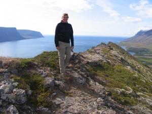 Die Reiseleiterin auf dem Myrafell in den Westfjorden. 30.06.2009