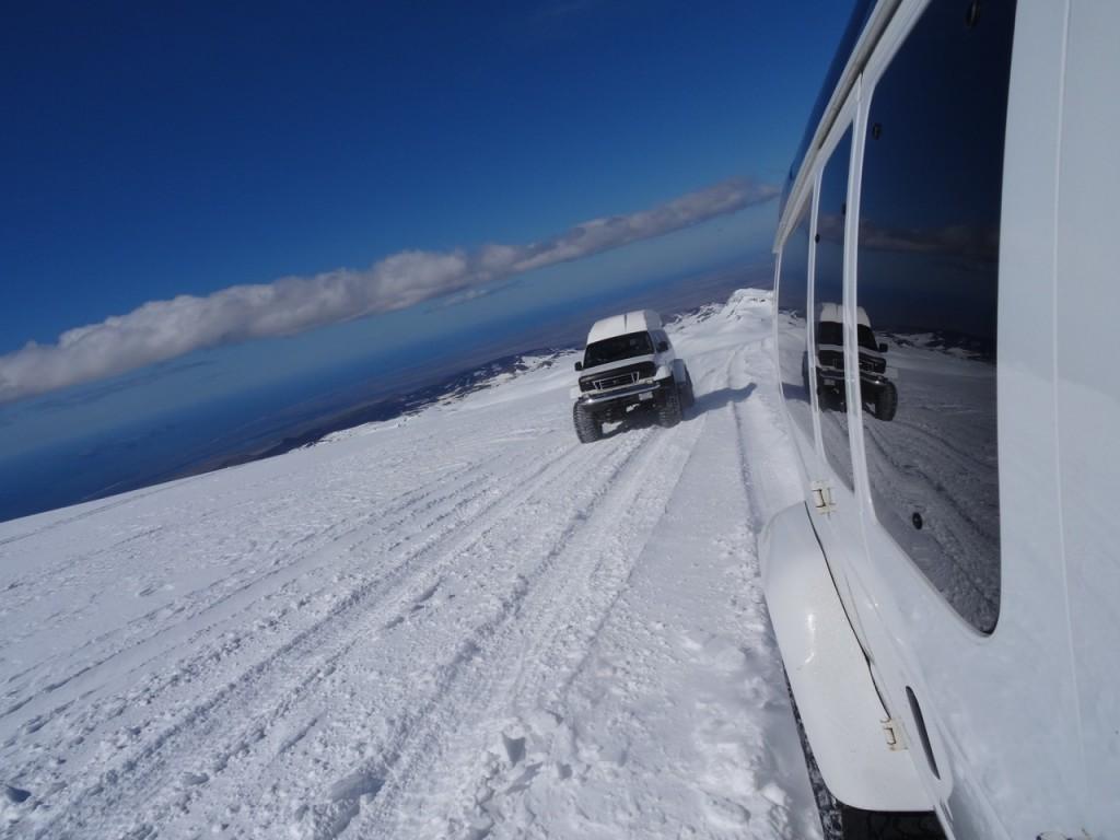 Auf dem Gletscher und Vulkan Eyjafjallajökull. 01. Juni 2015