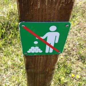 Steinmännchen bauen verboten. Schild in Hveravellir. Eggert 07.07.15