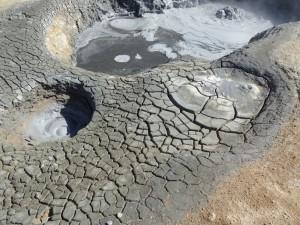 Die Erde wird förmlich gekocht bei Namaskord, der Schlamm blubbert und brodelt. 31.08.2015