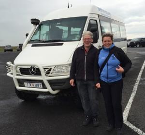 Empfangskomitee am Flughafen: Marianne, Eggert und Mantra 4x4 freuen sich auf die Tour. Bild Silvia. 26.08.2015