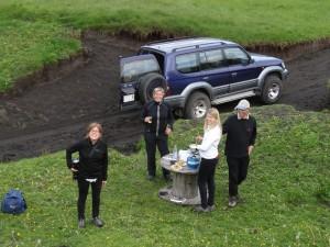 Fondue in Skalavik. Katharina, Tom, Edmée und Marianne. 24.07.2014