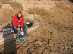 Fonduezubereitung am Strand von Ytri Tunga. 03.10.2009