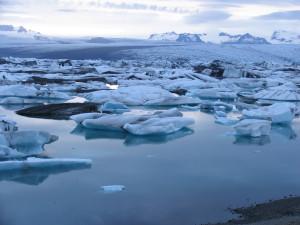 Breidamerkurjökull mit Gletscherlagune Jökulsarlon. 04.07.2009, Zeit 22h23